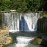 iskusstvennyi-vodopad-i-ozero-psyrtsha